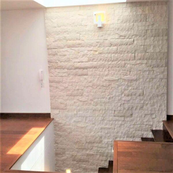 piedra de sala interior blanca