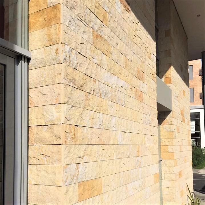 fachada interior piedra rustica