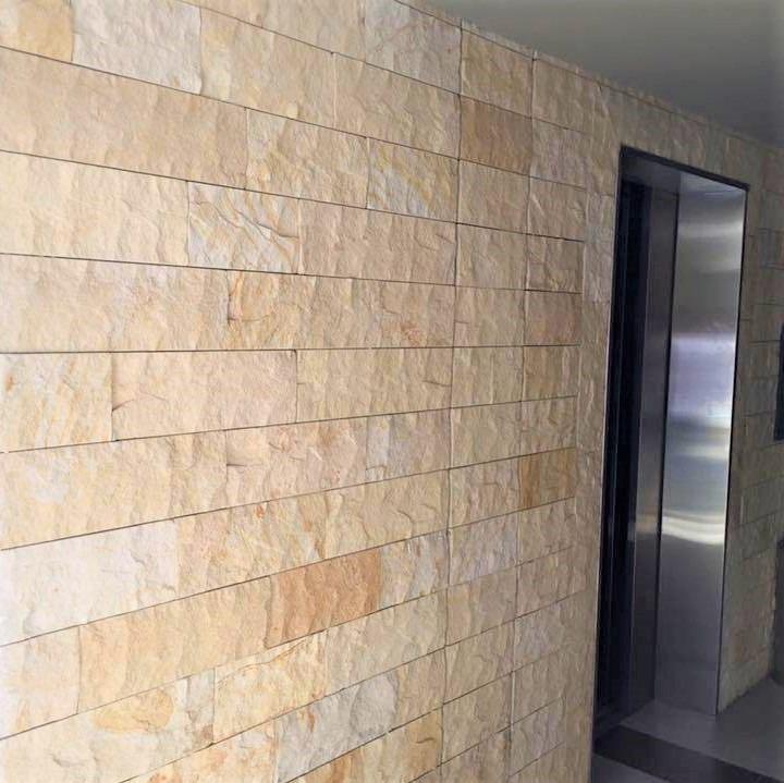 sala interior piedra rustica